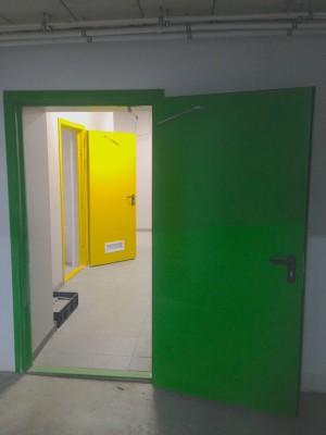 Долой стандартные серые двери