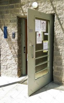 Входная дверь с электромагнитным замком